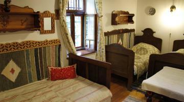 Az őrségi Cserépmadár szállás 3 ágyas Külső szobája (thumb)