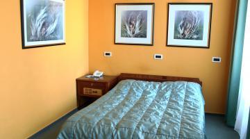 Egyágyas szoba (thumb)